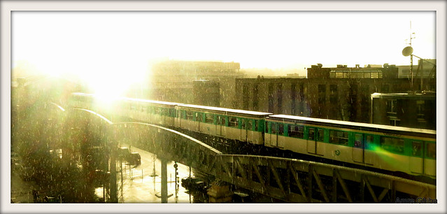 The Parisian Metro | Line 6 under the sunny rain | (Real colors) | Paris, France