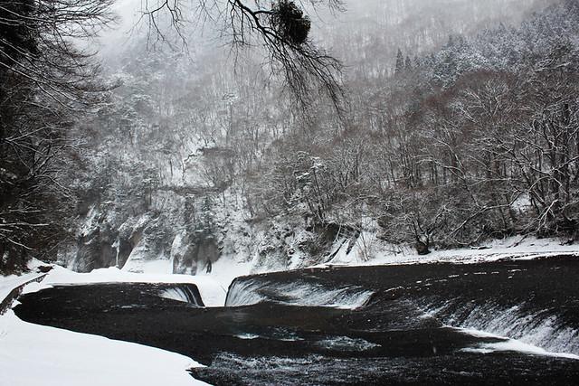 吹き割りの滝_33