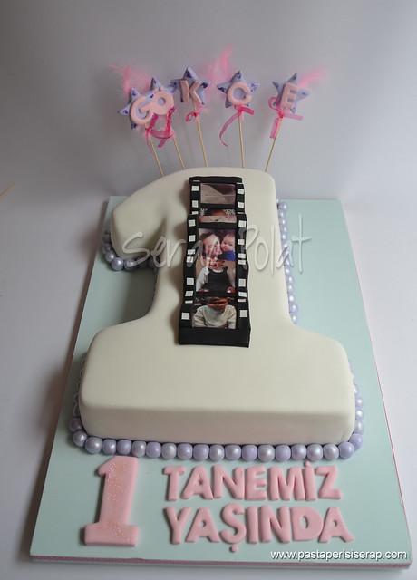 film şeritli 1 yaş pastası