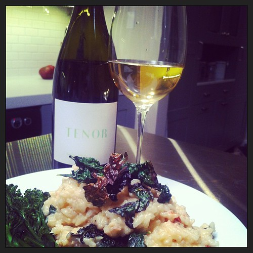 Homemade sundried tomato risotto with kale, paired remarkably with Tenor Sauvignon Blanc. How the Moede's cap off the weekend, thanks to @bryanotis #tenorwines