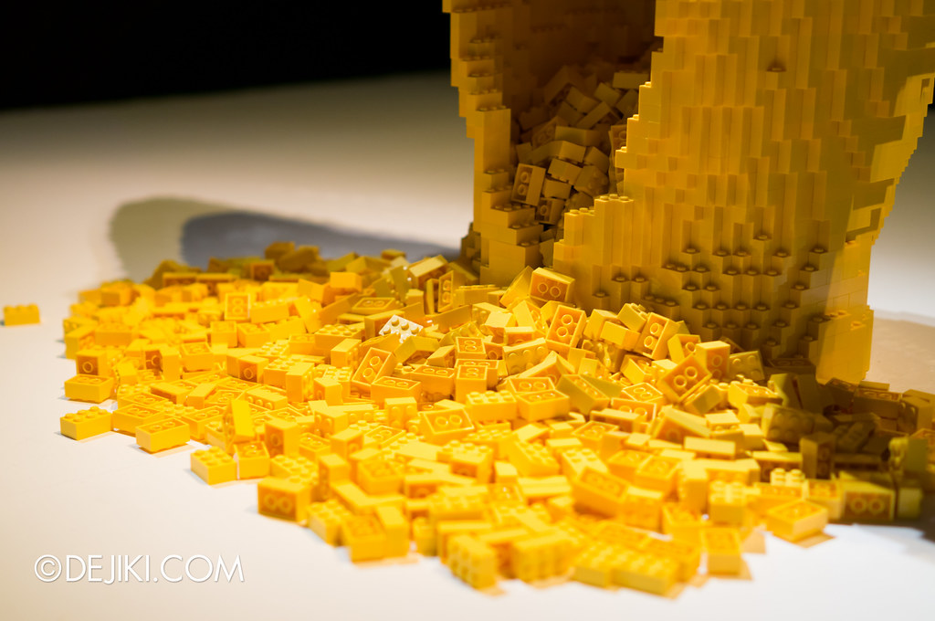 Art of The Brick - Yellow detail