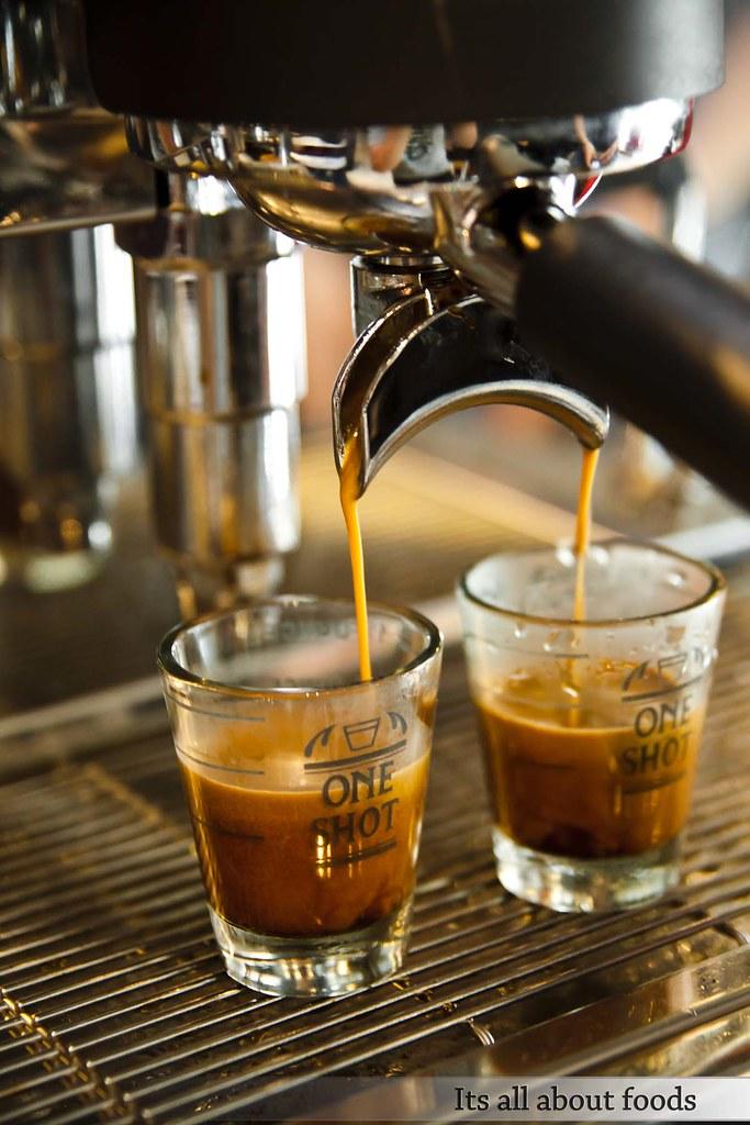 hot-shots-coffee-tea-solaris-dutamas