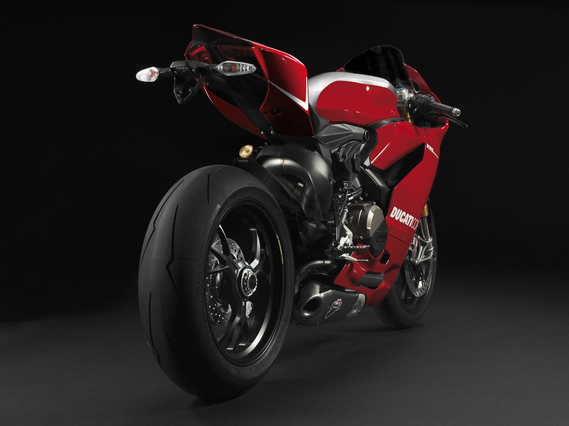 2013-ducati-1199-panigale-r-official-pictures-photo-gallery_2