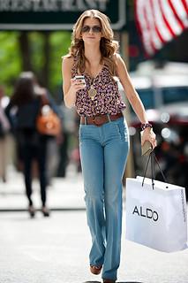 AnnaLynne McCord Flared Jeans Celebrity Style Women's Fashion