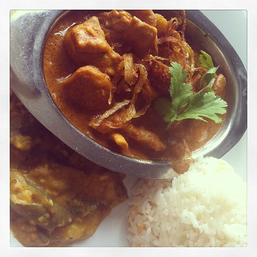 Chicken curry & veggie curry. Yum yum. #guam #guamfood