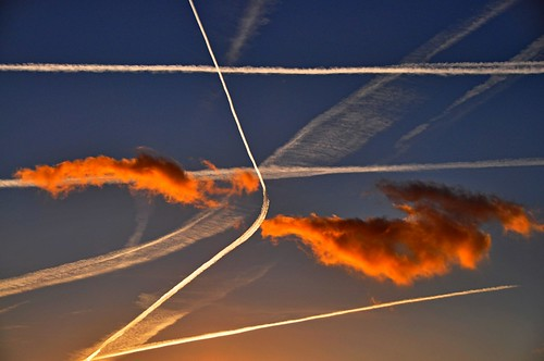 Traffic on sky, Contrails