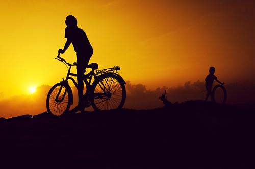 morning india playing boys beauty bicycle silhouette kids clouds sunrise circle village ride circles wheels transportation playtime morningglory playful tamilnadu cuddalore beachboys cwc kidsworld kidslife chennaiweekendclickers ragavendran beautifultamilnadu