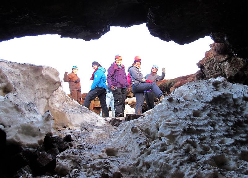 La cueva de Leiðarendi en las Montañas Azules Islandia