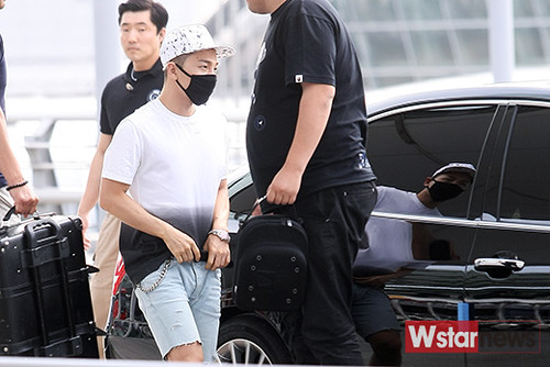 BIGBANG Incheon Airport to Shanghai Press 2015-06-19 073
