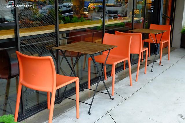 29713905092 f6b54ec9bc z - 小葛廚房 Glady's Kitchen:優質空間的早午餐店,餐點以手作漢堡為主,鄰近水湳市場和美國學校