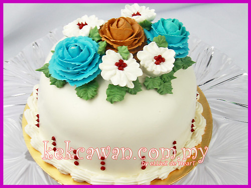 Fast Sale: Vanilla Sponge Cake with Steam Buttercream