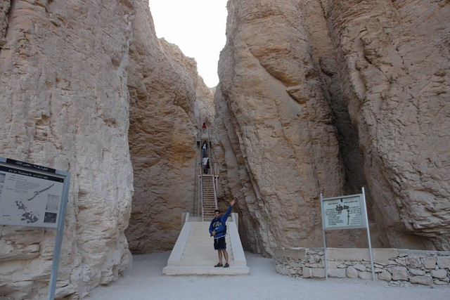 """Aunque algunas de las tumbas estaban en lugares muy ocultos y de complicado acceso, fueron igualmente saqueados. Valle de los Reyes, enlace con la """"otra vida"""" - 8492306575 1d49a2df0b z - Valle de los Reyes, enlace con la """"otra vida"""""""
