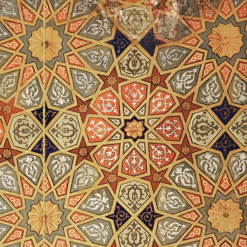 Arabesque geometric pattern in Üç Şerefeli Mosque, Edirne, Turkey エディルネ、ユチュ・シェレフェリ・モスクの幾何学文様装飾