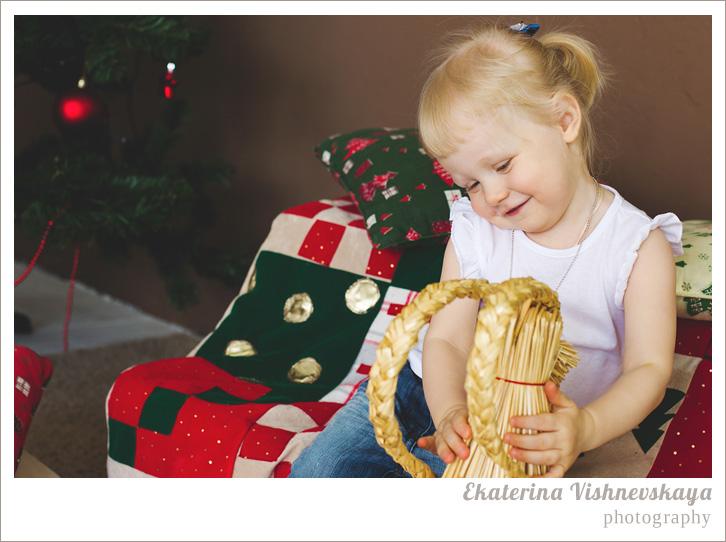 фотограф Екатерина Вишневская, хороший детский фотограф, семейный фотограф, домашняя съемка, студийная фотосессия, детская съемка, новогодняя съемка детей, малыш, ребенок, съемка детей, фотография ребёнка, девочка, счастье, рождество, фотограф москва