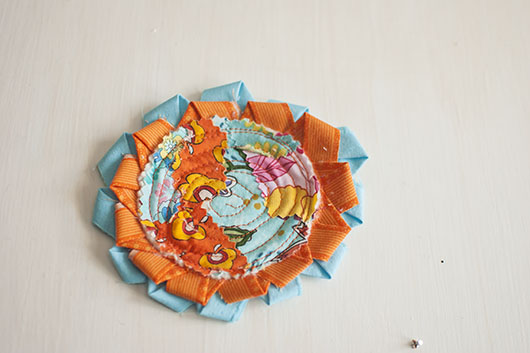 scrappy flower applique and coaster_14
