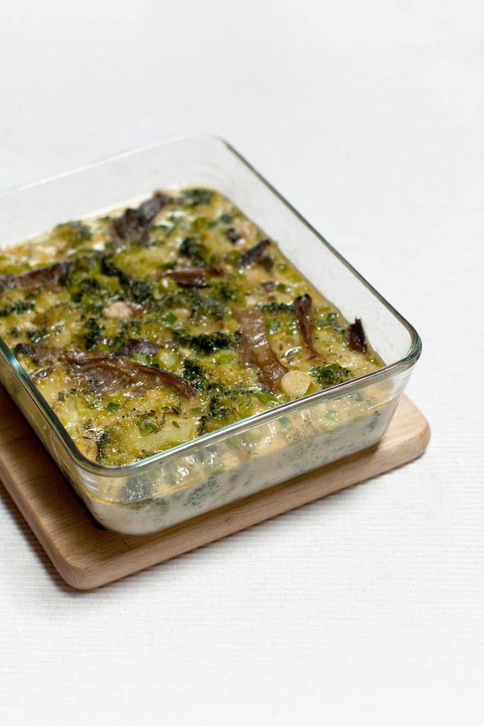 Pastel de brócoli, setas y ajos tiernos