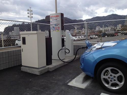 ローソン熱海サンビーチ店 EV急速充電器があります。24時間利用可。