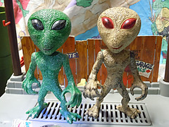 "DOLLAR TREE :: ""ALIEN"" ACTION FIGURE; Green & Tan vii (( 2012 ))"