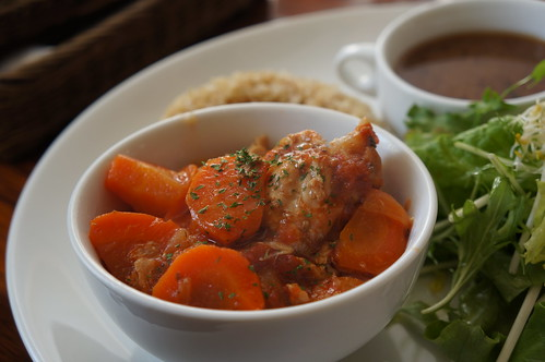 RAINBOW kitchen_骨付き鶏のトマト煮込み2