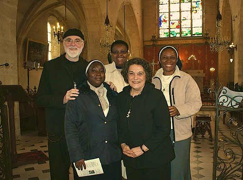 The Étampes community with Parishioners Danièle and Allain