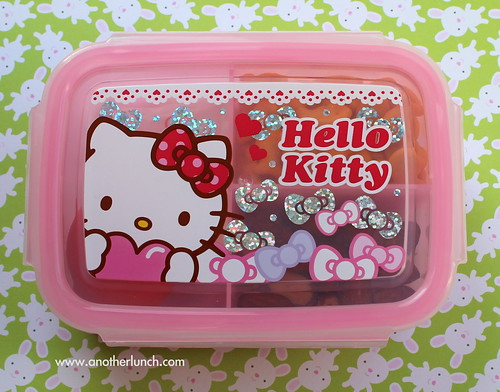 Hello Kitty snack box for mini bento