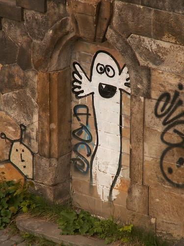 Ein mächtig schwarzer, dicker Geist, ein Ungetüm als Graffiti 134