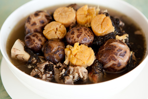 Fat choy (髮菜), dried scallops, dried oysters, dried shiitake mushroom soup