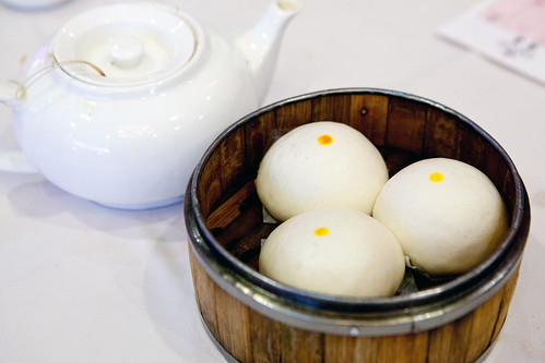 Steamed salted egg custard bun (奶黃包)