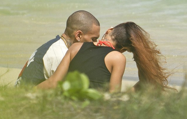 rihanna and chris brown hawaii (2)