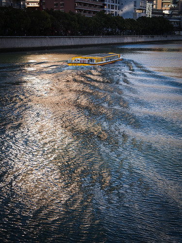 light sunset japan river evening boat olympus panasonic 大阪 osaka omd tosabori em5 土佐堀川 1235mmf28