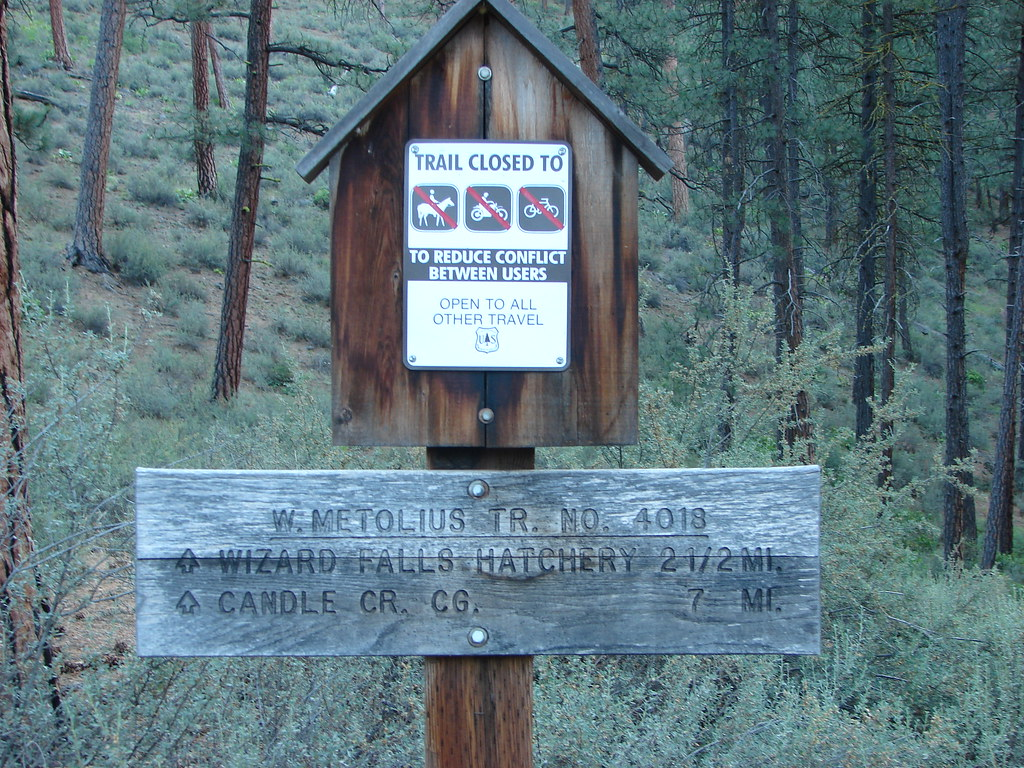 West Metolius River Trailhead