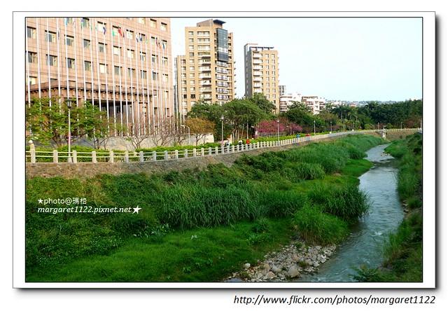 【台北遊記】從天母磺溪步道散步到蘭興一號綠地。長江白咖啡吃晚餐