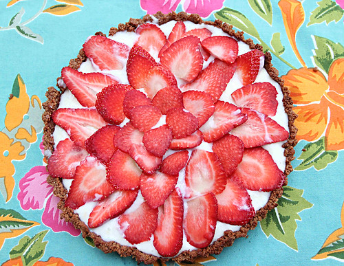 strawberry macaroon tart