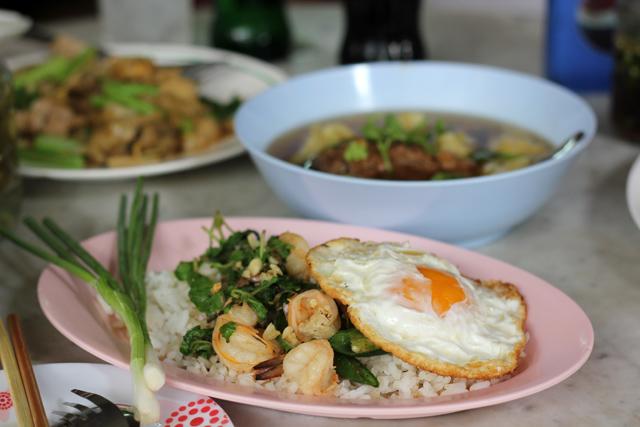 Pad Kra Paow Goong Kai Dao (ผัดกระเพรากุ้งไข่ดาว)