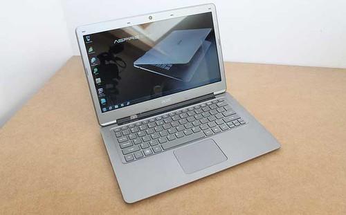 Un Ultrabook Acer Aspire S3 sous Linux en Hongrie