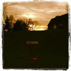 #18 @GrandVuePark #DiscGolf #Sunset #Barn