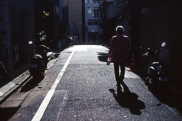 路地の日差し