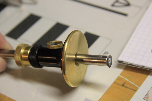 Handy marking gauge