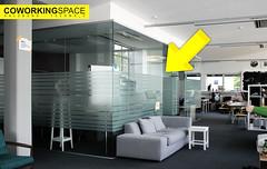 Coworkingspace: Freie Coworker-Arbeitsplätze im Glaskubus