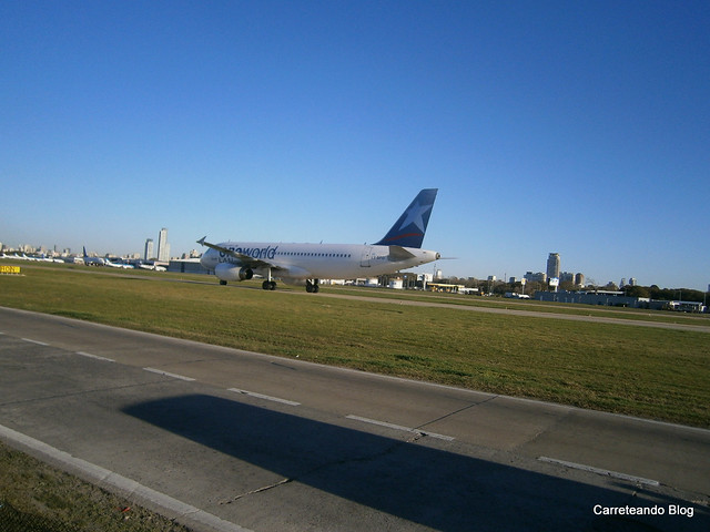 Airbus 320 de LATAM Argentina LV-BFO con Livery One World