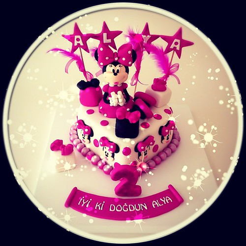 Alya için hazırladığımız bir Minni Mouse pastamiz daha vardı bugün... İyi ki doğmuş... #minnie #minniemouse #minniemousecake #burcinbirdane