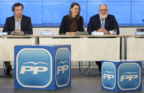 Mª Dolores de Cospedal y Miguel Arias Cañete se reúnen con los presidentes provinciales e insulares del PP