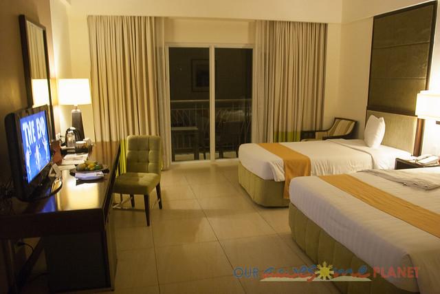 Taal Vista Hotel-1.jpg