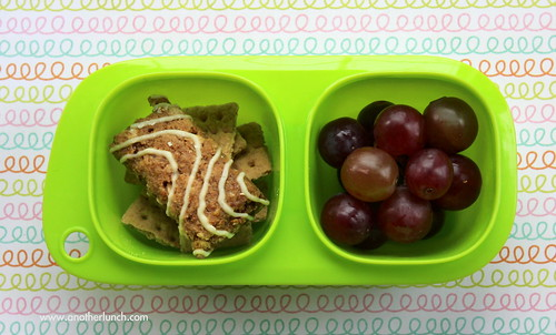 Snack Goodbyn with kids Zbar and grapes