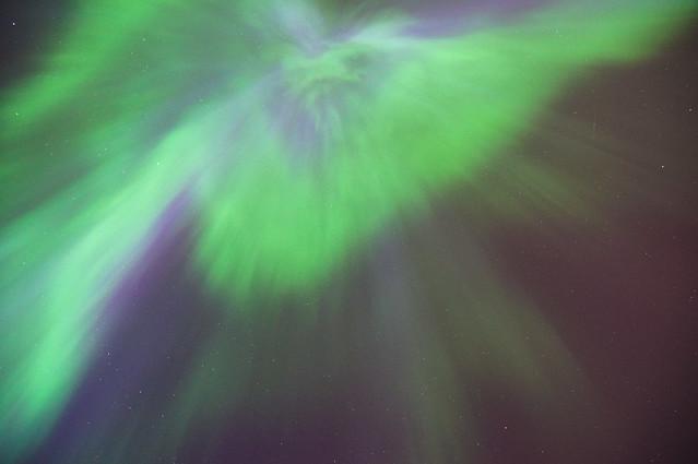 Foto vertical de la Aurora Boreal