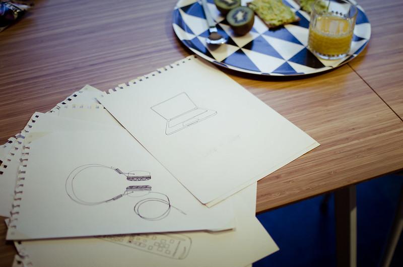 klänning, mat och skisser.