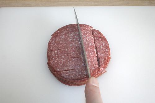 07 - Salami zerkleinern / Mince salami