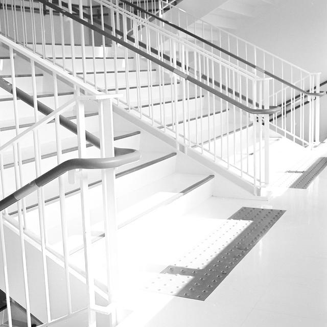 日のあたる階段