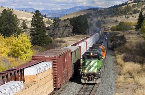 mountains train montana grade bn siding meet freight bnsf mrl freighttrain manifest burlingtonnorthern montanaraillink mullanpass bnsfsd402 manifestfreight austinmontana trainsmeeting bnsd402 bnsf7891