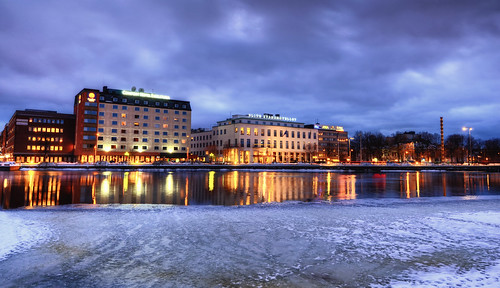 city winter lake snow signs ice clouds reflections hotel traffic sweden dusk tracks elite obelisk sverige comfort hdr eskilstuna waterscape lighttrail eskilstunaån stadshotellet profilen